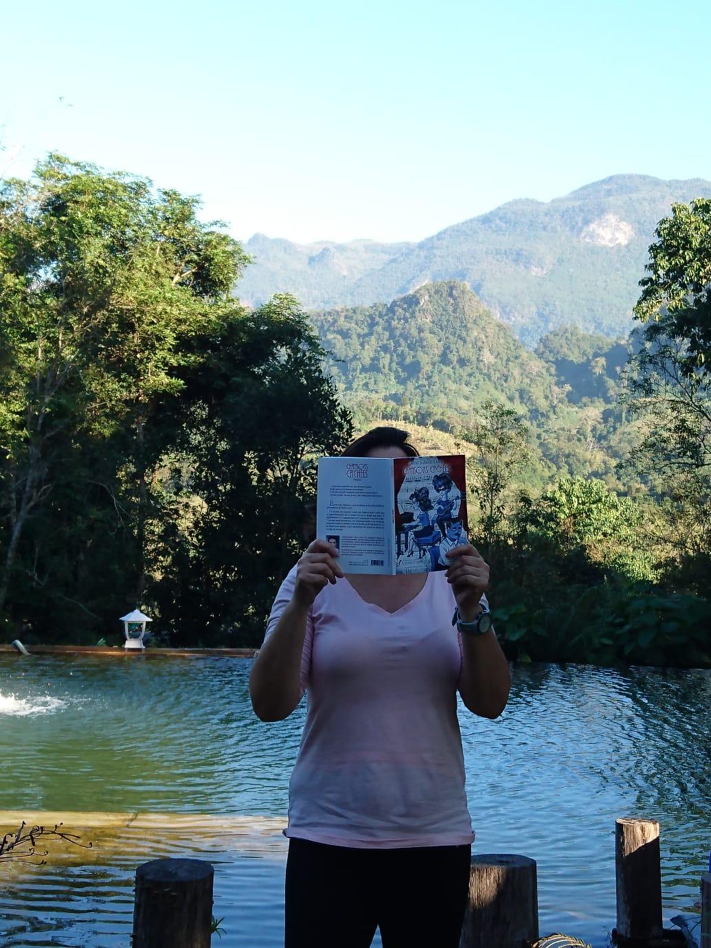 Lecture dans la Jungle du Laos ...